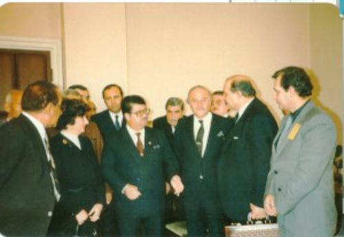 Cumhurbaşkanı Turgut Özal ve Kaya Erdem tavukçuluk fuarında işadamı Mazhar Zorlu ile