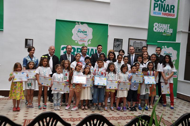 Pınar resim yarışması 2014'te ödül alan çocuklar