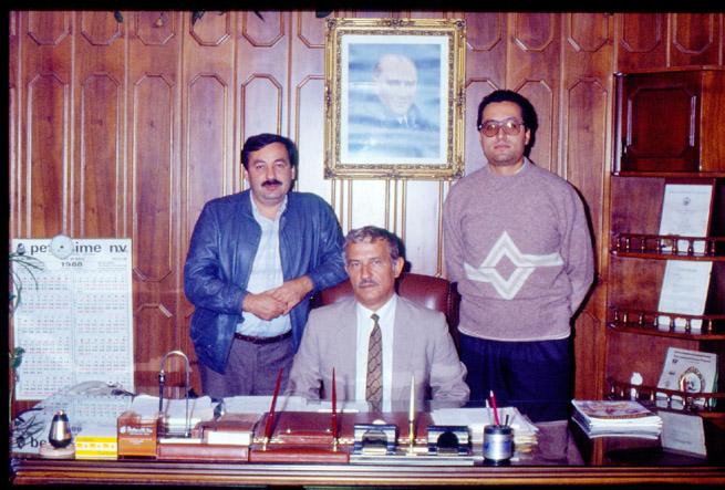 İsmail Hakkı Yılmaz ortağı Sedat Sezer ve Nejat sezer ile birliküte görülüyorlar.yıl 1988 (çiftlik dergişi arşivi)