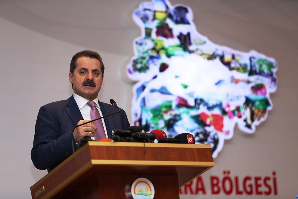 """Gıda, Tarım ve Hayvancılık Bakanı Faruk Çelik, """"Marmara Bölgesi Bakanlık Koordinasyon Toplantısı""""na katılarak bir konuşma yaptı. ( Ali Atmaca - Anadolu Ajansı )"""