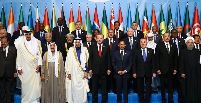13. İslam Zirvesi Konferansı Zirve Toplantısı İstanbul Kongre Merkezi'nde başladı. Cumhurbaşkanı Recep Tayyip Erdoğan ve zirveye katılan liderler aile fotoğrafı çektirdi. ( Kayhan Özer - Anadolu Ajansı )
