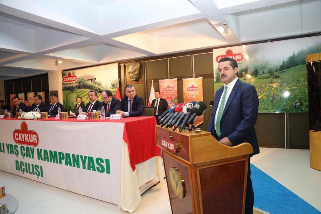 Gıda Tarım ve Hayvancılık Bakanı Faruk Çelik, ÇAYKUR Genel Müdürlüğü'nde düzenlenen toplantıda, 2016 yaş çay alım fiyatını açıkladı. ( Fikret Delal - Anadolu Ajansı )