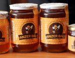 Rize'nin İkizdere ilçesine bağlı Anzer Yaylası'nda üretilen dünyaca ünlü Anzer balının kilogramı bu yıl 900 liradan satışa sunulacak.  ( Fikret Delal - Anadolu Ajansı )