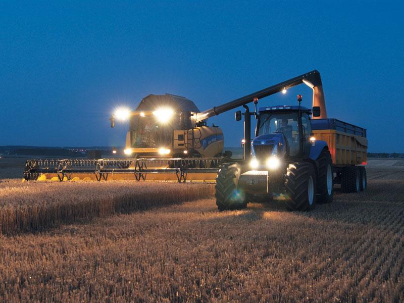 Buğday hasadı gece de yapılıyor