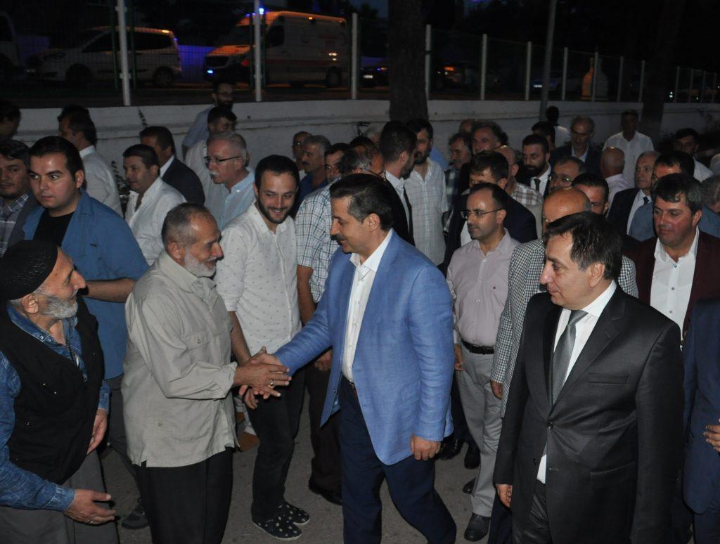 Gıda Tarım ve Hayvancılık Bakanı Faruk Çelik, Bursa'nın İznik ilçesinde Batum Kafkas ve Kültür Derneği'nin düzenlediği iftar yemeğine katıldı. ( Uğur Demirtaş - Anadolu Ajansı )