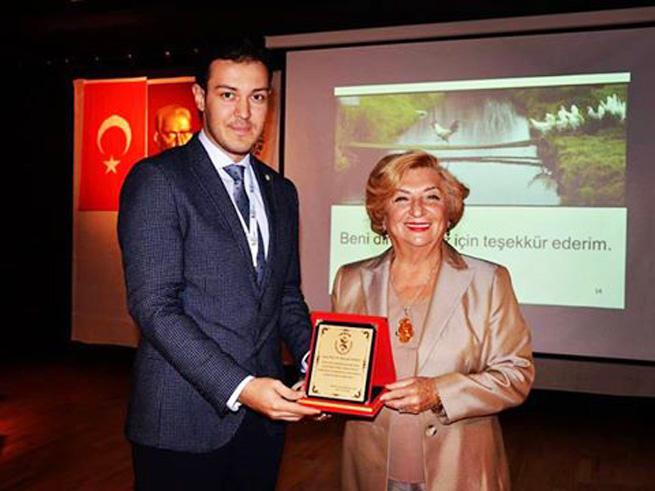 Beyaz et sektörünün ve akademinin değerli isimlerden, dünyaca tanınmış başarılı bir Türk kadını... Prof.Dr.Rüveyde Akbay hocamız ile tanışmaktan, kendisini üniversitemizde ağırlamaktan onur duyduk