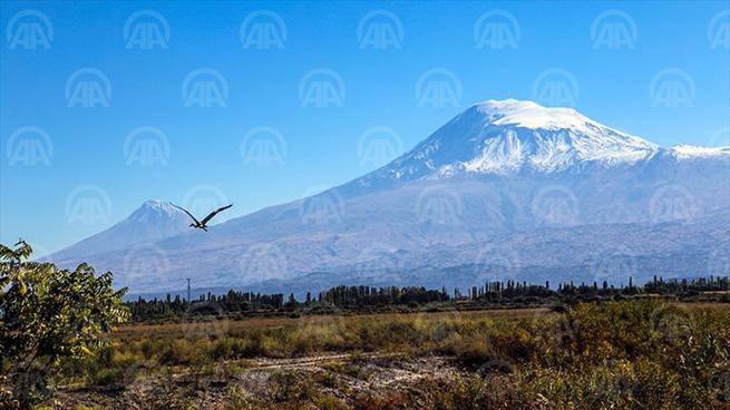 IĞDIR (AA9 - Türkiye'nin İran, Nahçıvan ve Ermenistan sınırında bulunan ve etekleri Ağrı ile Iğdır il sınırlarını kapsayan Ağrı Dağı, zirvesinden dört mevsim eksik olmayan kar ve buzullarla tırmanış sporcularının adeta değişmeyen adresi oluyor. ( Anadolu Ajansı - Melda Altakhan )