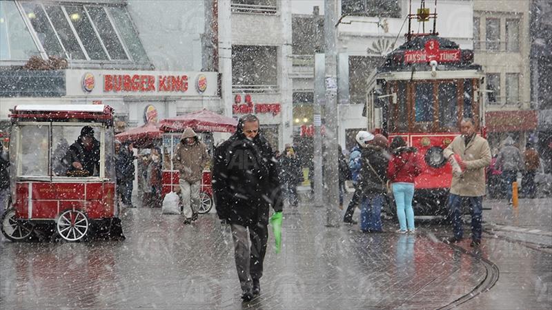 İSTANBUL (AA) - İstanbul Büyükşehir Belediyesi kış şartları ile mücadele kapsamında kışa hazırlık toplantısı yaptı. Kışla mücadele kapsamında 43 kritik noktaya Buzlanma Erken Uyarı Sistemi kuruldu. ( Anadolu Ajansı - Melda Altakhan )