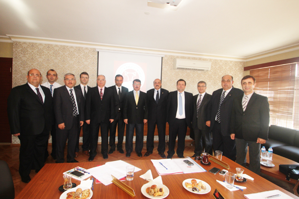 Yönetim Kurulu Başkanı Dr. Ahmet Yücesan başkanlığında toplanacak yönetim kurulunda Fazlı Yalçındağ Yönetim Kurulu Başkan Vekili, Özer Türer Yönetim Kurulu Muhasip Üyesi olarak yer alıyor. Kurulun Sanayici Alt Grubu'nu Dr. Ahmet Yücesan, Mustafa Albayrak, Ömer Gökhan Tuncer temsil ediyor. Üretici Alt Grubu'nu Cemalettin Özden, Özer Türer, Edip Yıldız temsil ediyor. Kamu Alt Grubu'nu Dr. İbrahim Özcan, Bayram Sertkaya, Mehmet Işkın temsil ediyor. Araştırma Kurumları, Meslek Odaları ve Sivil Toplum Kuruluşları Alt Grubu'nu Fazlı Yalçındağ, Ergün Kılıç ve Erhan Akçay temsil ediyor.