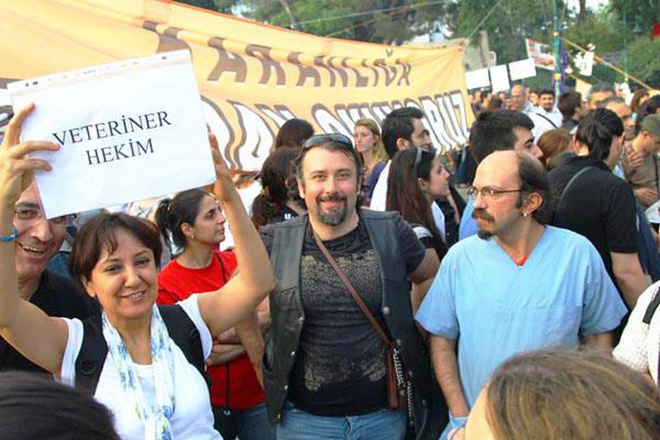 Gülay Yıldırım, Gokhan Simsek ve Süha Karagöz ile birlikte.