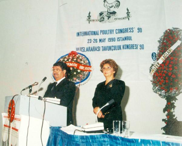 ÖZAL-RÜVEYDE-HANIM-1990