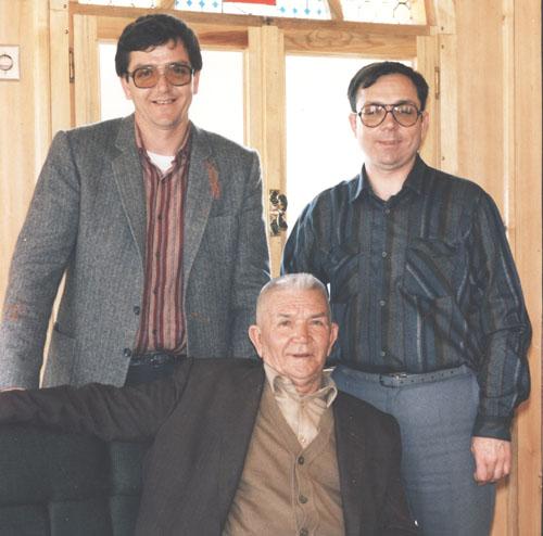 Merhum İsmail Keskinoğlu iki oğlu Mehmet(solda) ve Fevzi ile birlikte