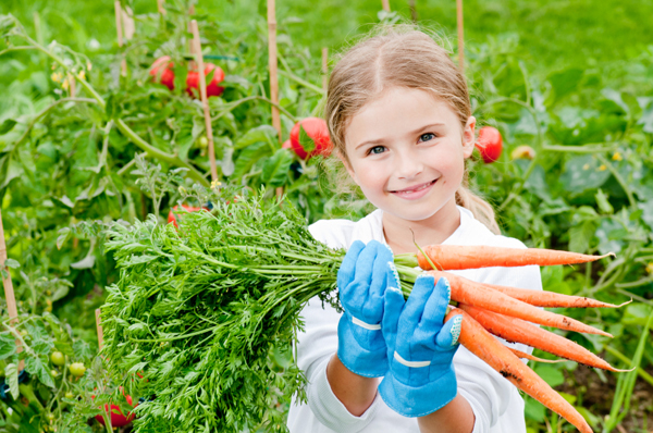 Girl-with-Carrots
