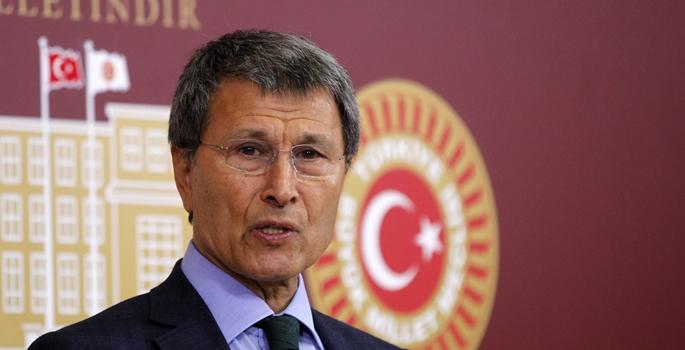 MHP Kayseri Milletvekili Yusuf Halaçoğlu, TBMM'de basın toplantısı düzenledi. (Mehmet Ali Özcan - Anadolu Ajansı)