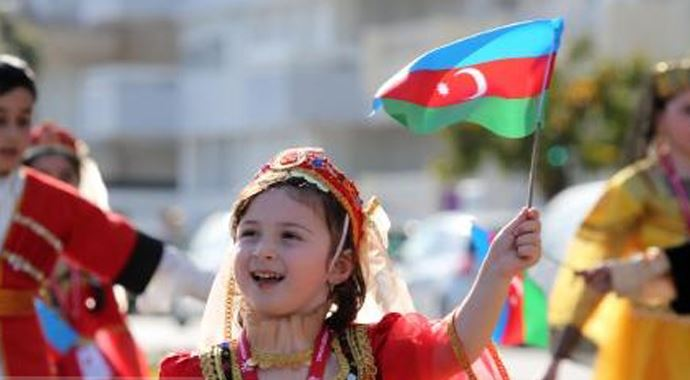 Azerbaycanda-Cumhuriyet-Gunu-kutlandi