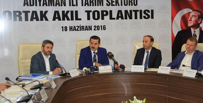 Gıda Tarım ve Hayvancılık Bakanı Faruk Çelik, Adıyaman'da Türkiye Petrolleri Anonim Ortaklığı (TPAO) Bölge Müdürlüğü konferans salonunda düzenlenen Tarım Sektörü Ortak Akıl toplantısına katıldı. ( Hakan Furkan - Anadolu Ajansı )