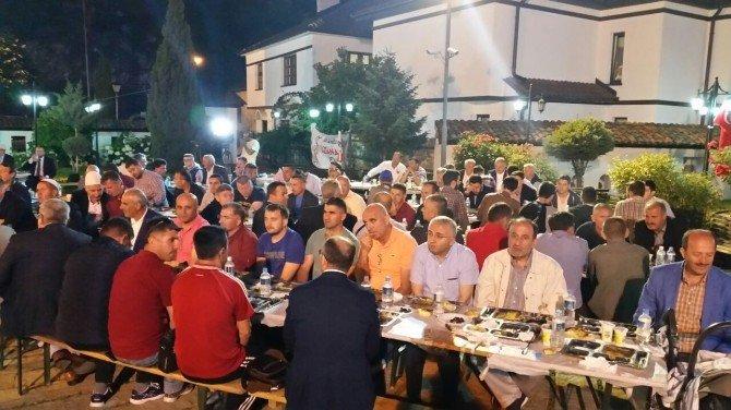 kosovada-iftar-veren-sultangazi-belediyesi-binlerce-vatandasi-ayni-003