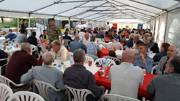 mehmetcigin-kosovada-actigi-iftar-cadirina-yogun-ilgi-001