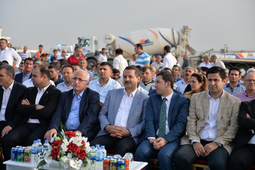 Gıda, Tarım ve Hayvancılık Bakanı Faruk Çelik, Şanlıurfa'da merkez Karaköprü ilçesinde kurulacak Karaköprü Yaşam Parkı'nın temel atma törenine katıldı. ( Rauf Maltaş - Anadolu Ajansı )