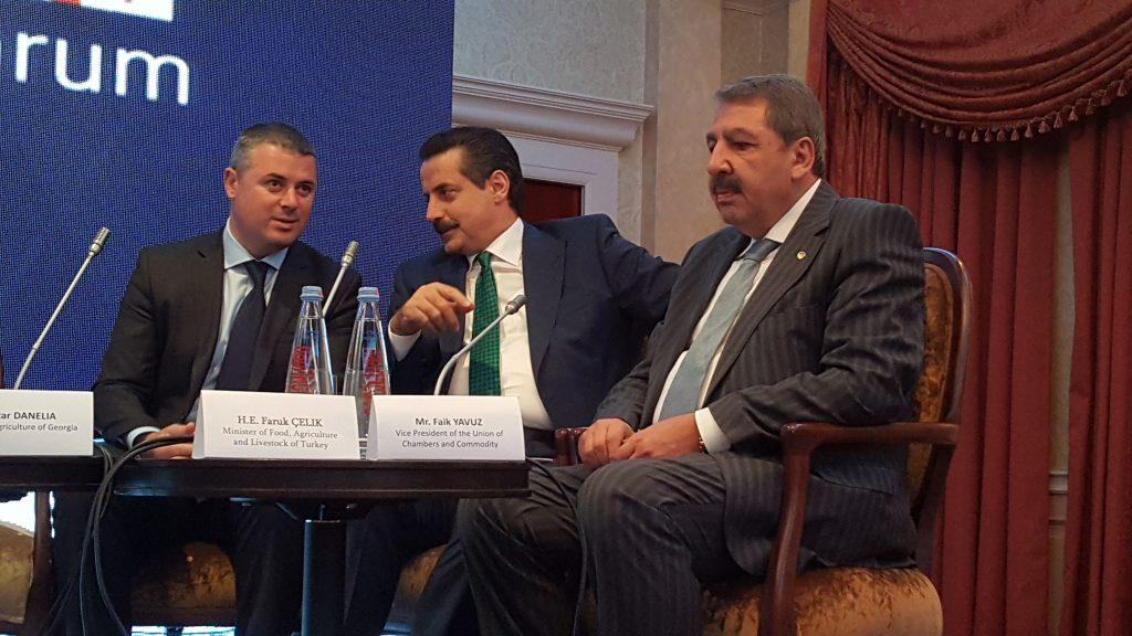 Türkiye-Gürcistan Tarımsal Forumu'na konuşmacı  olarak katılan  Gürcistan Tarım Bakanı Otar Daneliya (solda)  ile  Türkiye Cumhuriyeti Gıda Tarım ve Hayvancılık Bakanı Faruk Çelik ve TOBB Başkanı Yardımcısı Faik Yavuz (sağda) da katıldı. ( Davit Kachkachi