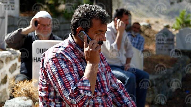 KAHRAMANMARAŞ (AA) - Kahramanmaraş'ın Ekinözü ilçesine bağlı 70 haneli 500 nüfuslu Demirlik Mahallesi'nde yaşayanlar, baz istasyonu olmadığı için cep telefonlarını kullanamıyor. ( Anadolu Ajansı - Melda Altakhan )