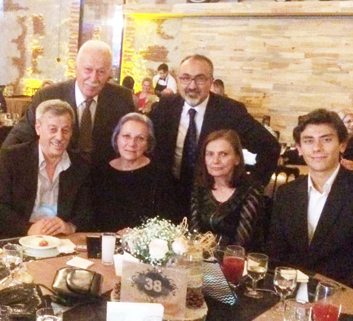 Ahmet Ayyıldız, Sevil Selvi Kutulaman, Selma Pelenkoglu Tumer ve Kerem Tumer ile birlikte.