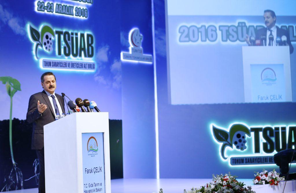 Gıda, Tarım ve Hayvancılık Bakanı Faruk Çelik, Antalya'da düzenlenen Milli Tarımda Tohumculuğun Rolü ve Geleceği Toplantısı'na katılarak konuşma yaptı. ( Mustafa Çiftçi - Anadolu Ajansı )
